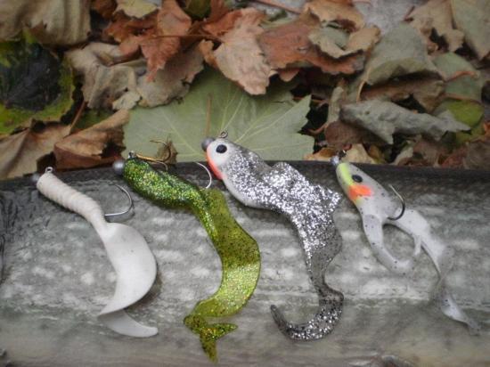 LEURRES armés dont DOUBLE TAIL latéralement (nage type grenouille)